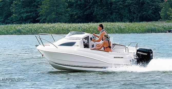 bateau a moteur 4 m