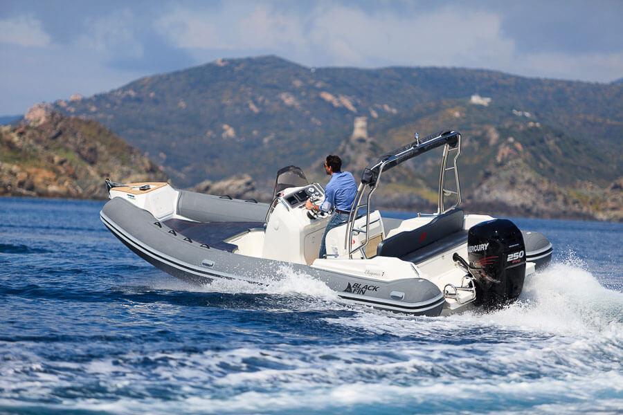 Photo du bateau à moteur BLACK FIN ÉLÉGANCE 7