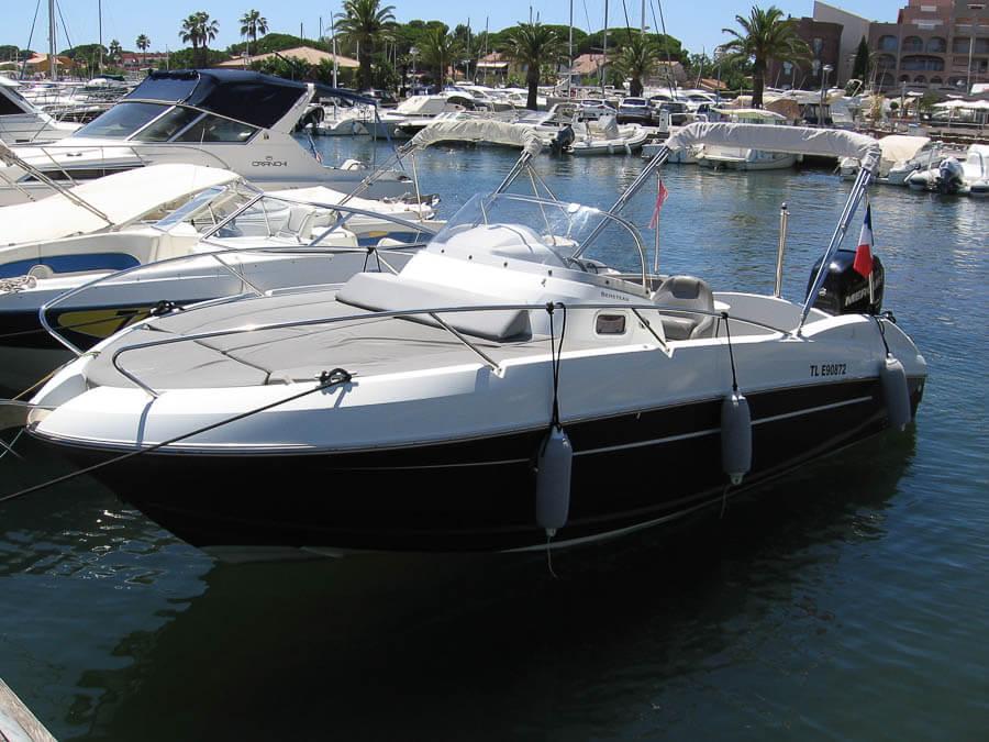 Photo du bateau à moteur BENETEAU Flyer 750 SUNDeck