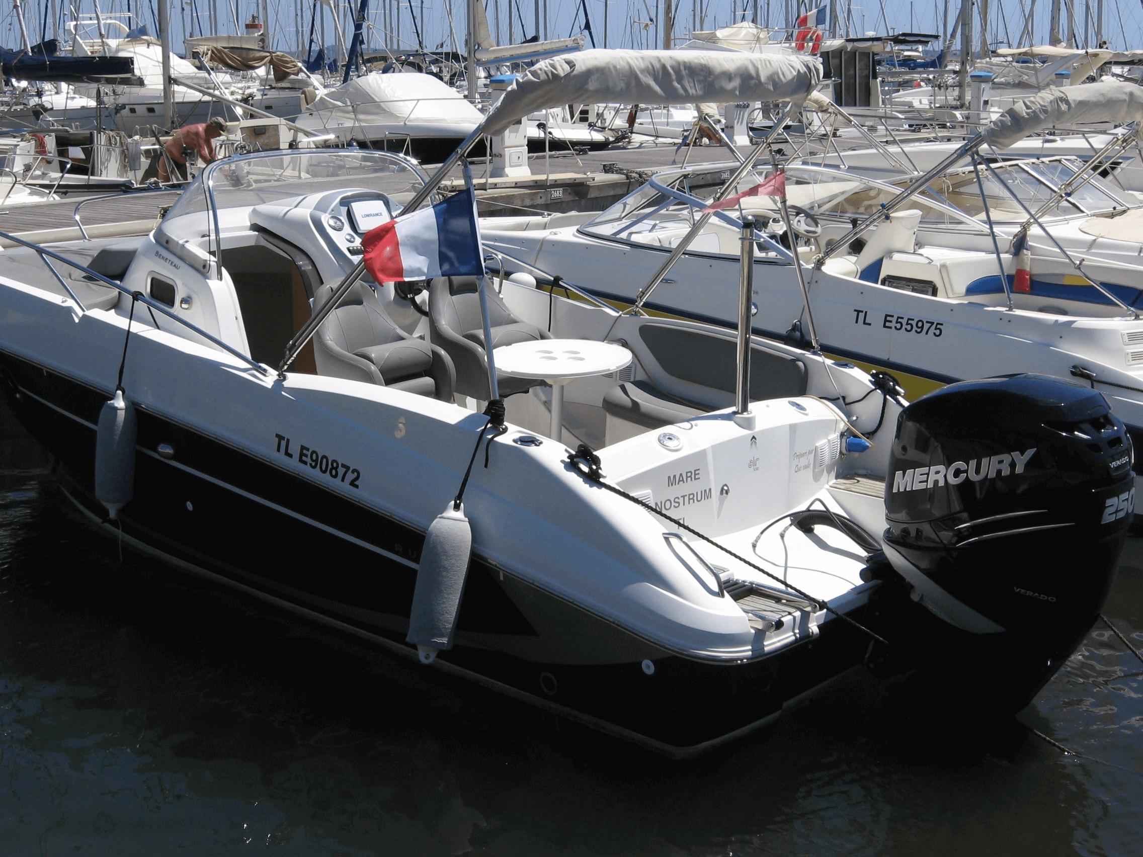 Photo du bateau à moteur BENETEAU Flyer 7 SPACEdeck