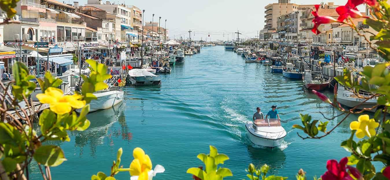 Location bateaus sans permis marseillan for Voir piscine