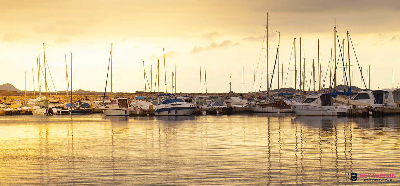 Location bateau six fours les plages - Location bateau port grimaud ...